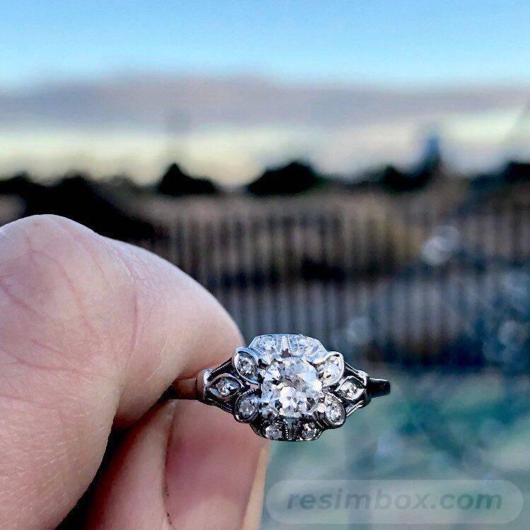 Art deco engagement ring-157485318206387669
