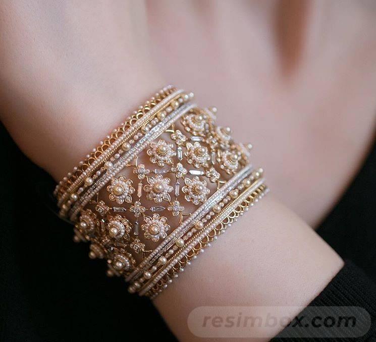 Bangle bracelets-530932243568492072