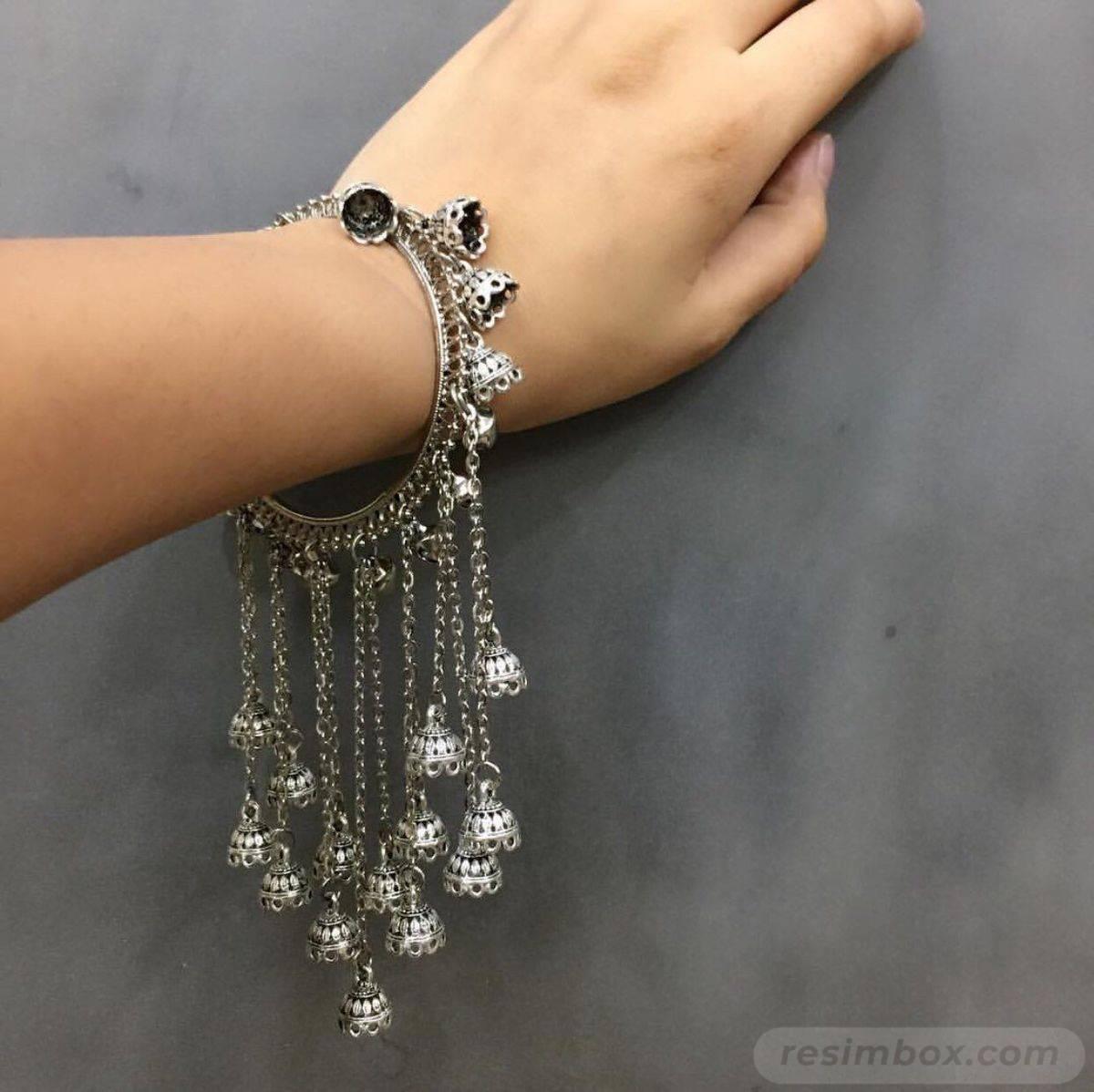 Bangle bracelets-690458186604939613