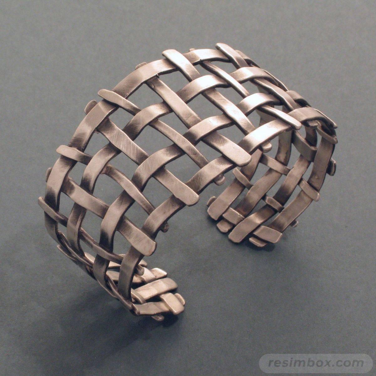 Bangle bracelets-558094578820009807