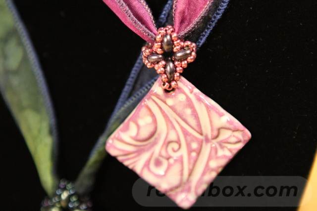 beadingdaily-beading-with-shaped-beads-37647346857776897
