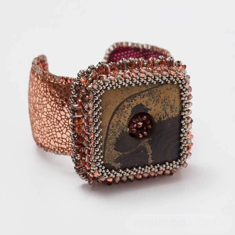 beadingdaily-bead-embroidery-patterns-tutorials-37647346868739629