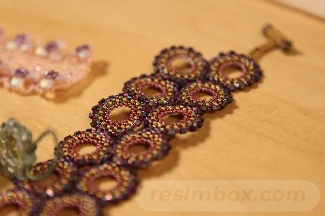 beadingdaily-beading-with-shaped-beads-37647346857777046