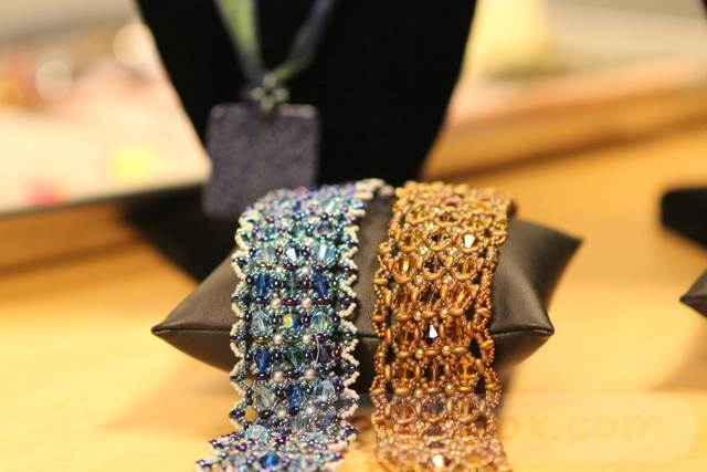 beadingdaily-beading-with-shaped-beads-37647346857776886