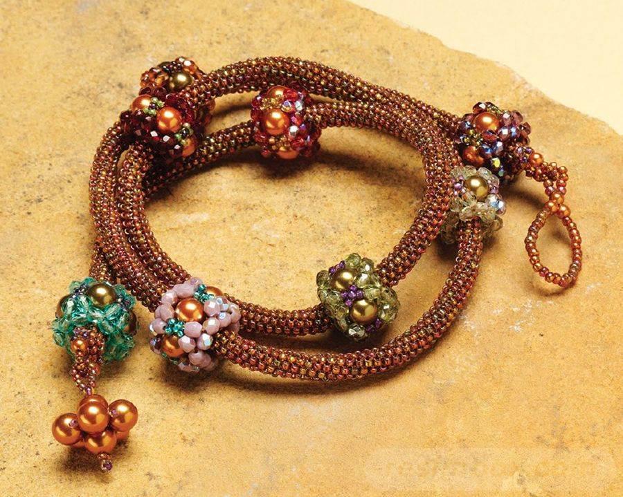 beadingdaily-beaded-bracelet-making-37647346867971872